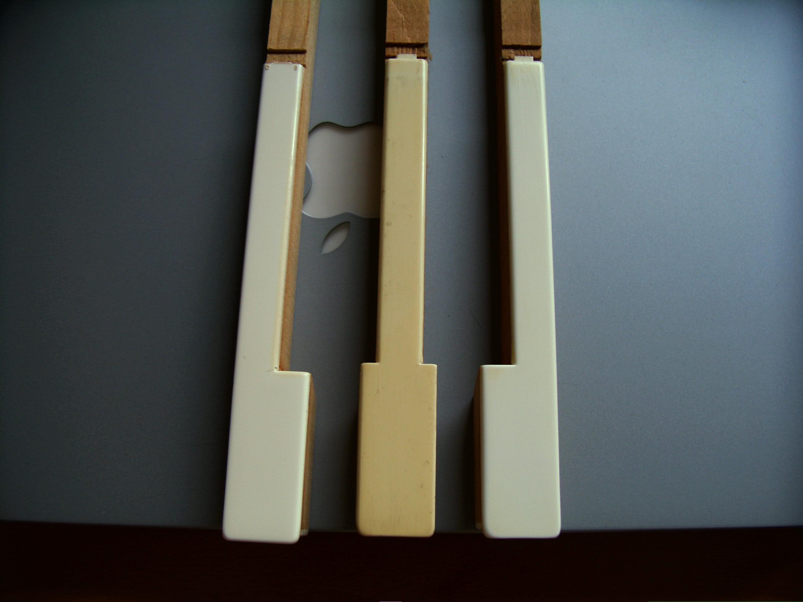 Weissen Kunststoff Klaviertasten Schleifen Und Wieder Glatt Kriegen